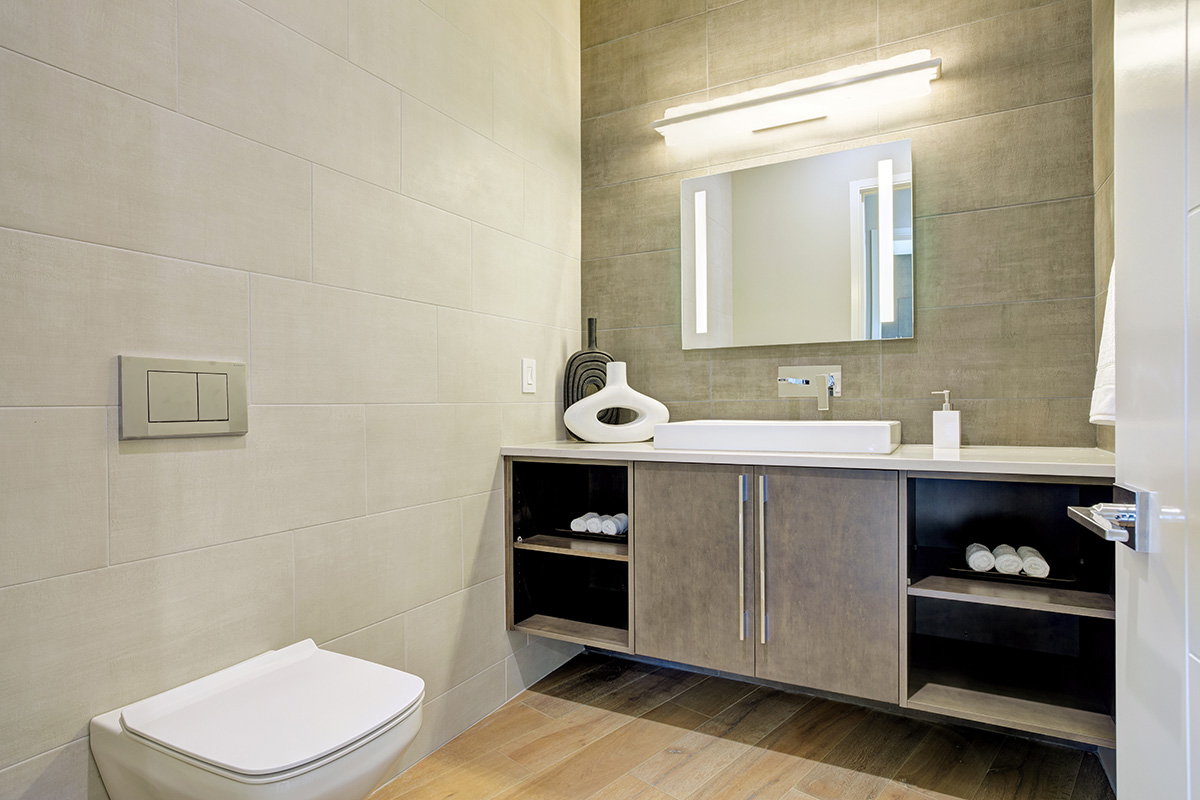 Kompaktes und praktisches Badezimmer